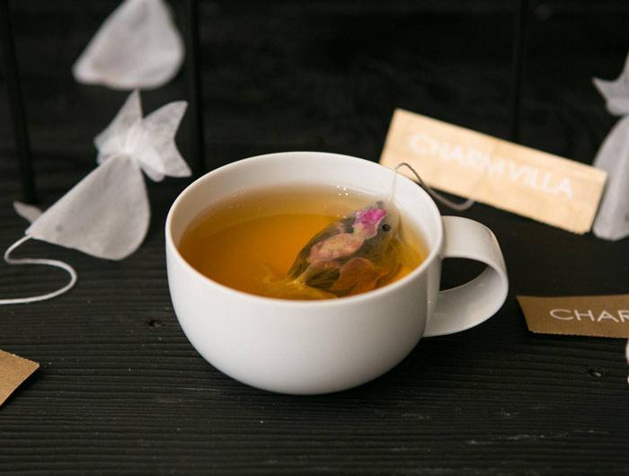"""Độc đáo """"Túi trà cá vàng"""" biến tách trà thành """"bể cá"""""""
